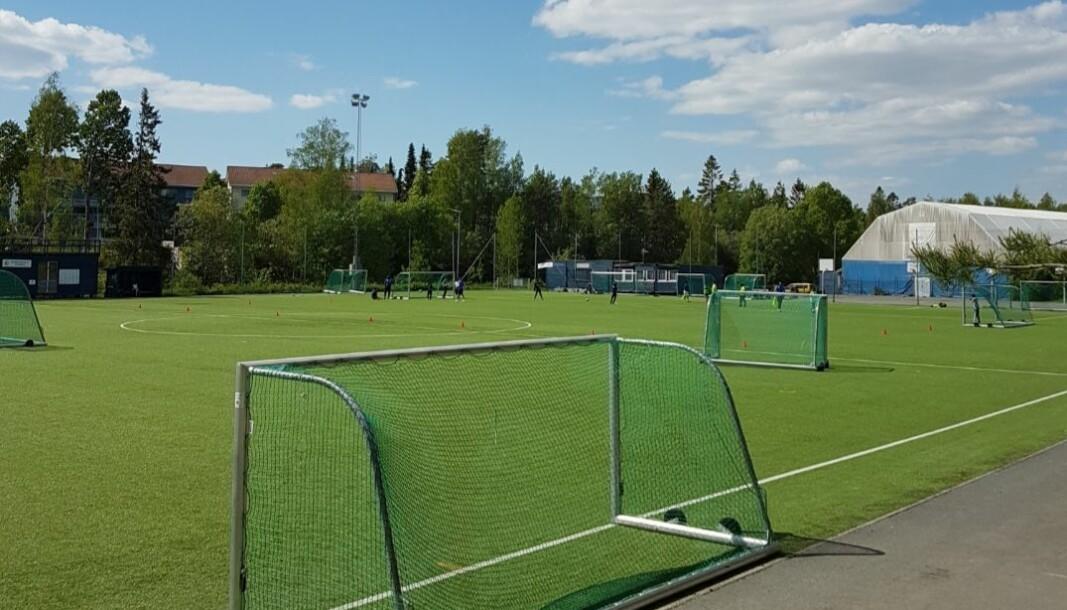Mortensrud vil komme dårlig ut med hensyn til banekapasiteten for den organiserte fotballen de neste årene, skriver Åsmund Grindeland. Her ser man dagens 11-er og plasthallen. Plasthallen er planlagt erstattet av en ny flerbrukshall.