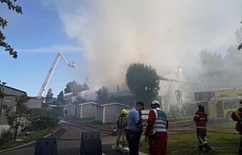 Fire boenheter totalskadd i rekkehus-brannen på Stovner. Tre personer fraktet til sykehus