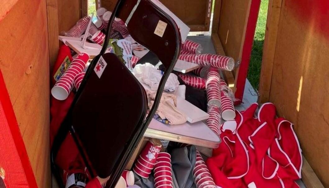 Slik så det ut inne i Rødts valgbod på Olaf Ryes plass søndag morgen.
