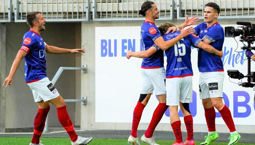 Kaptein Jonathan Tollås Nation (t.v) og resten av Vålerenga spillerne sliter med å vinne fotballkamper om dagen. Søndag ble det bare 1-1 hjemme mot Viking.