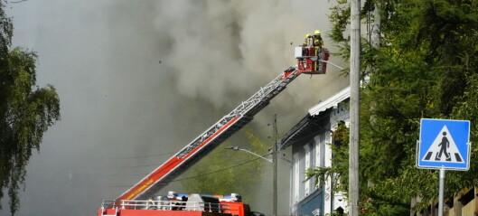 To personer skadd i brann i Kjelsåsveien. Naboer bedt om å holde vinduer lukket på grunn av mye røyk