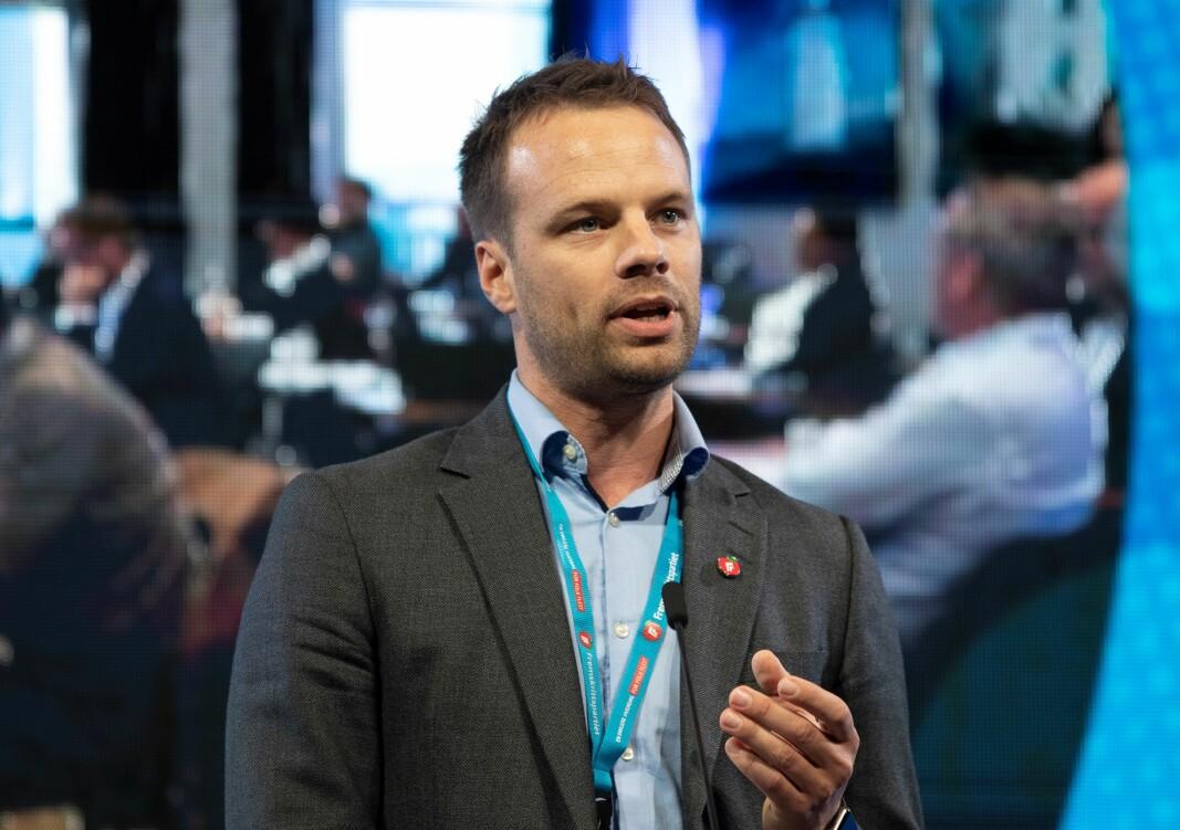Jon Helgheim (Frp) spurte kommunalministeren om Oslo må finansiere vannforsyning utelukkende gjennom økte vanngebyrer. — Kommunen er ikke pålagt å dekke inn kostnadene fullt ut gjennom gebyrene, svarer Nikolai Astrup (H).