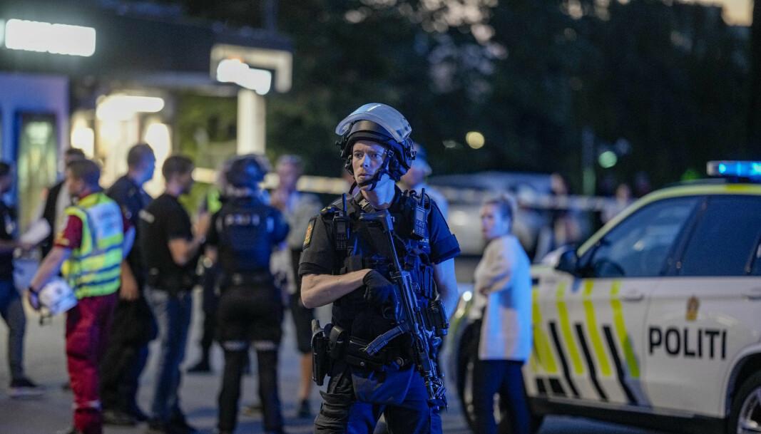 Væpnet politi etter skyting ved Brynseng T-banestasjon i Oslo i slutten av august.