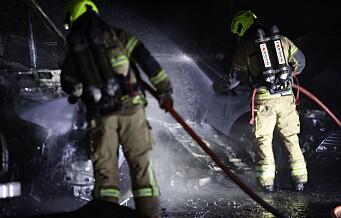 Fem biler brant på Lindeberg: Politiet sjekker video og avhører vitner