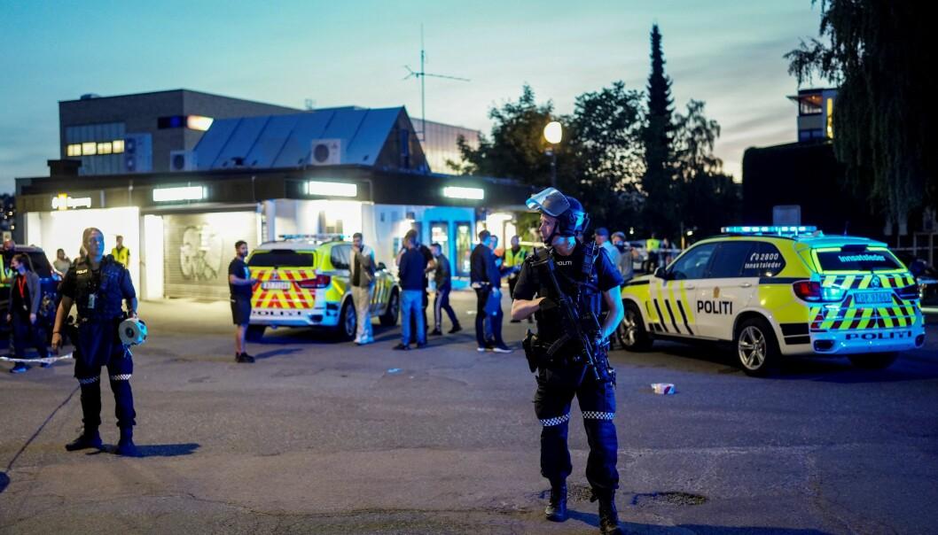 Stort politioppbud etter at en mann ble skutt og alvorlig skadd på Brynseng T-banestasjon tidligere denne uken.