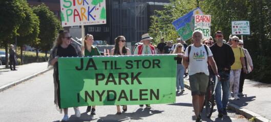 Marsjerte til folkemøte om park i Nydalen. - Skulle ikke vært nødvendig å samles til kamp her
