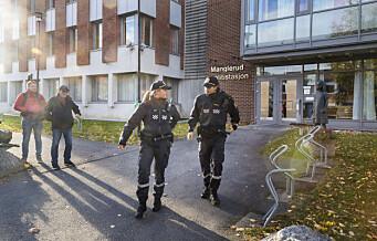 Hva mener Oslo-politikerne om å legge ned politistasjonene på Manglerud og Stovner. Vi har spurt partiene. Se videoen