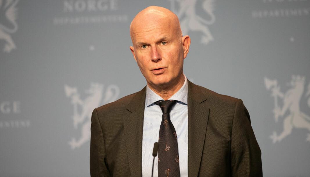 Helsedirektør Bjørn Guldvog presiserer at det er lite sannsynlig at flere tusen barn vil trenge helsehjelp etter å ha blitt smittet av koronaviruset i vinter, men at antall sykehusinnleggelser trolig vil ligge på rundt 500.