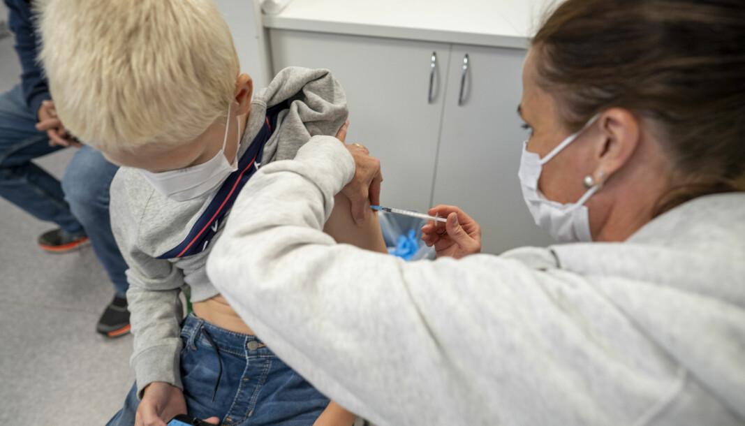 Oslo håper å være ferdig med vaksinering av 12-15-åringene innen høstferien, som begynner mandag 4. oktober. Foto: Heiko Junge / NTB