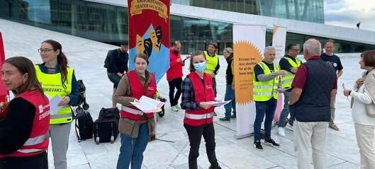 Kulturmarsj i Oslos gater for rettferdig pensjon. Flere stortingskandidater deltar