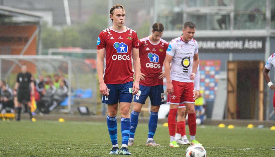 Endelig skal han ta sitt første straffespark på A-laget. Abel Stensrud er konsentrert, mens Felix Anthonessen ikke tør se på. Spent er også Levangers målskårer Sander Sundnes.