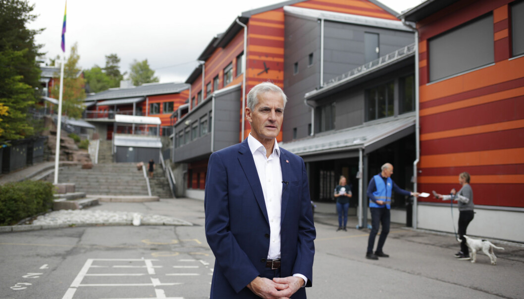 Ap-leder Jonas Gahr Støre avgir sin stemme i stortingsvalget 2021 på Svendstuen skole søndag formiddag. Foto: Javad Parsa / NTB