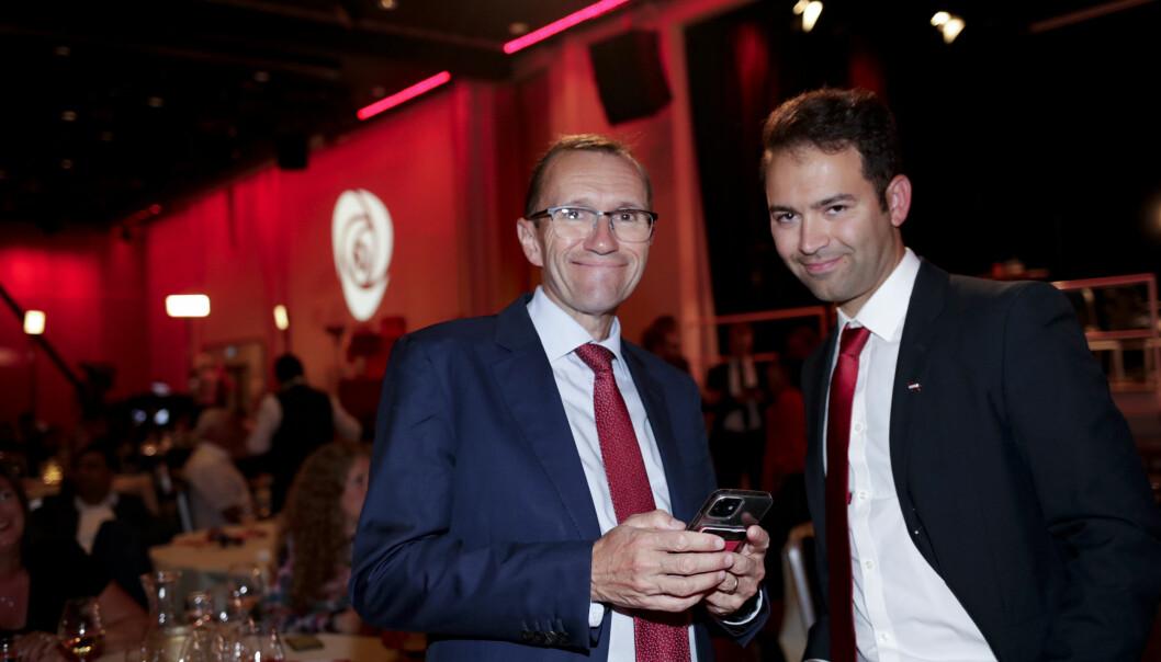 Oslo Aps Espen Barth Eide (til v.) får plass på Stortinget, tross tilbakegangen i Oslo. Her sammen med partifelle Mani Hussaini under valgvaken i Folkets hus.