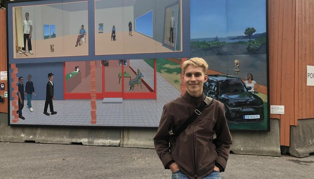 Kunstner Alfred Brekke synes det er stas å vise frem kunsten sin sentralt i Oslo.
