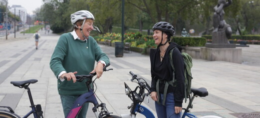 Stina (39) sykler Nordkapp-Lindesnes uten fungerende nyrer. Stoppet på Rådhusplassen og møtte ordføreren