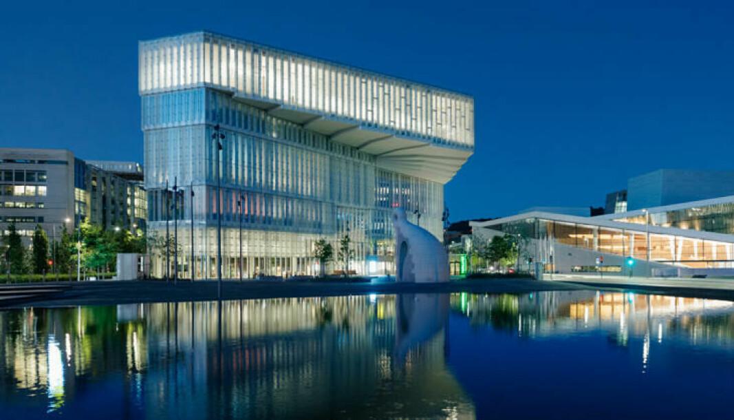 Hovedbiblioteket i Bjørvika er en av tre prosjekter i «finalen» i Oslo bys arkitekturpris. — Bygningen har vakker materialitet, stor idérikdom, og er blitt en sterk og tydelig karakter i havnen, skriver nominasjonsutvalget i beskrivelsen.