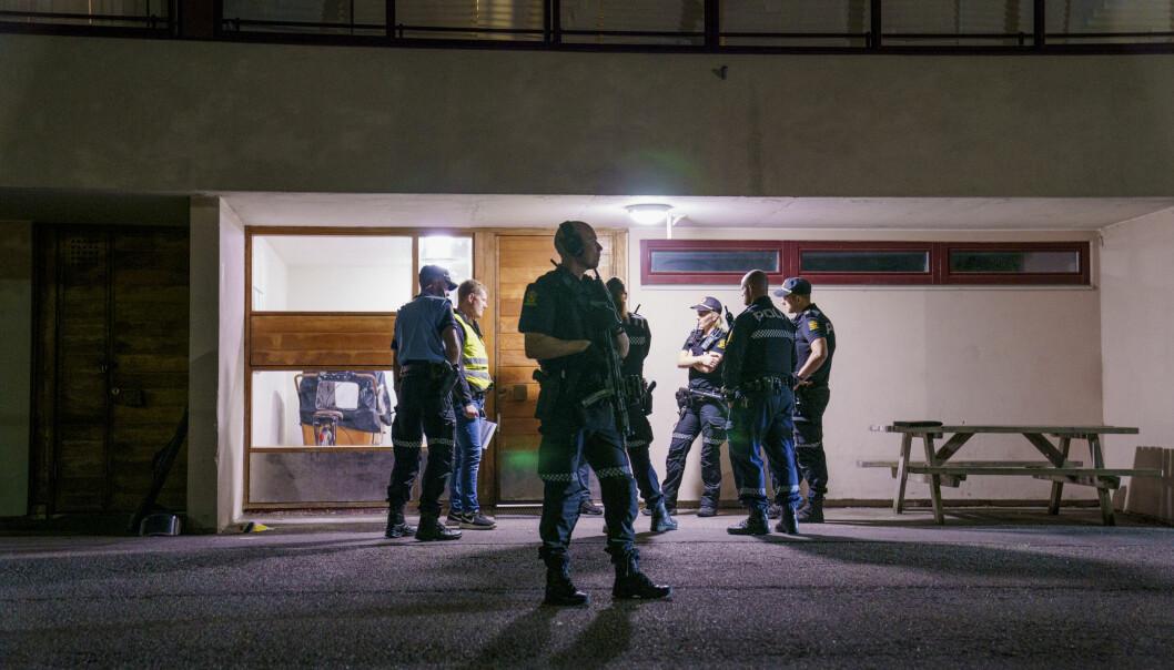Politi på stedet etter at to menn ble funnet skutt på Trosterud i Oslo.