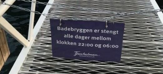 Hvem har nattestengt sjøbadet på Tjuvholmen? Bymiljøetaten viser til dialog med bydel Frogner. De stiller seg uforstående