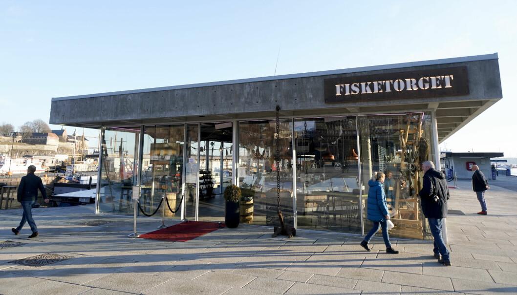 Sommeren 2017 åpnet Fisketorget på Rådhusbrygga. Nå er selskapet bak den kombinerte butikken og restauranten konkurs.