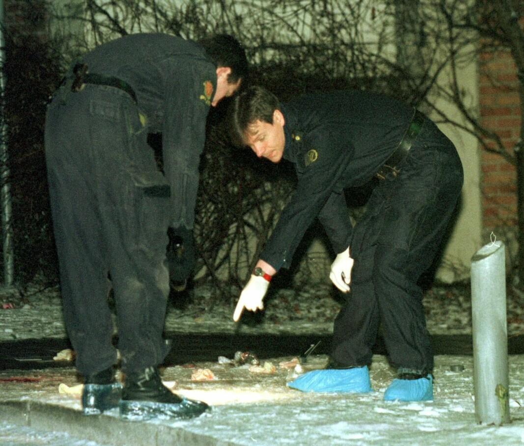Politiets åstedsgranskere på plass ved drapsstedet i Stolmakergata på Grünerløkka i 1998.