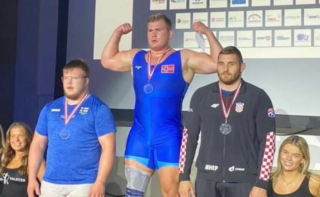 Oskar «Tåsenplogen» Marvik ploget hjem gullet i 130 kg klassen med 2-0 seier over finske Konsta Mäenpää (til v.) i finalen i danske Thors Masters i helgen.