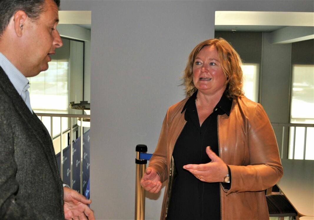 Anne Haabeth Rygg (H) i samtale med Espen Andreas Hasle rett etter at det rødgrønne byrådet hadde lagt frem sitt budsjettforslag for 2022.