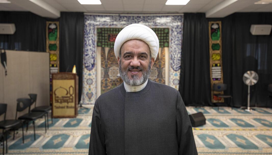 Sheik Mahmoud Jalloul tar oss vennlig imot på Tauheed Moske i Prinsdal.