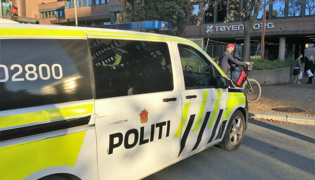 Politiet stilte opp med en rekke biler etter meldingen om masseslagsmål på Tøyen.