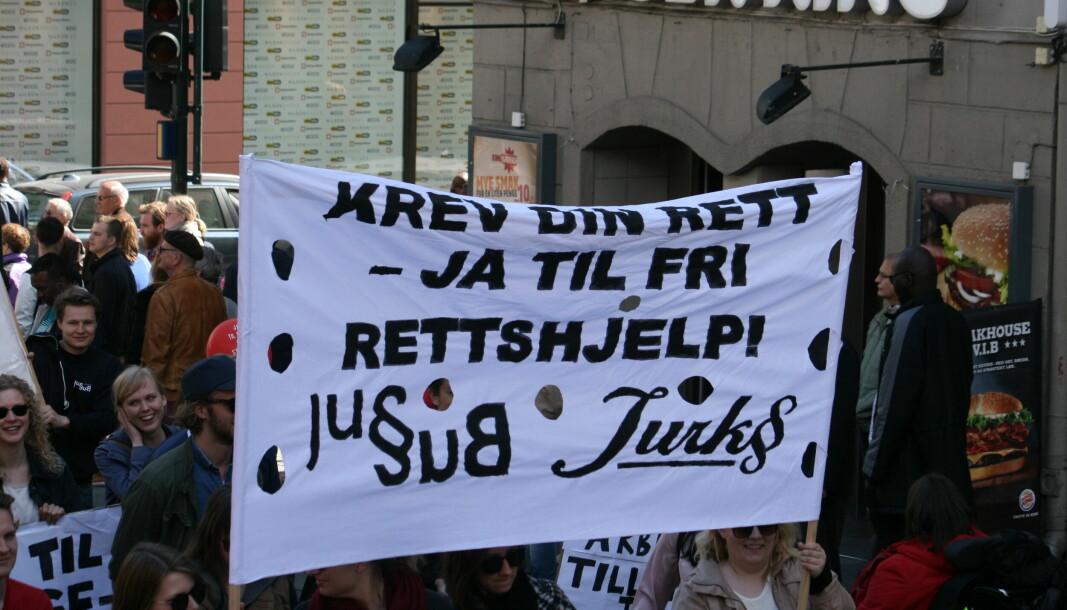 Krev din rett – ja til fri rettshjelp, sier Jussbuss. 1. mai 2015 i Oslo.