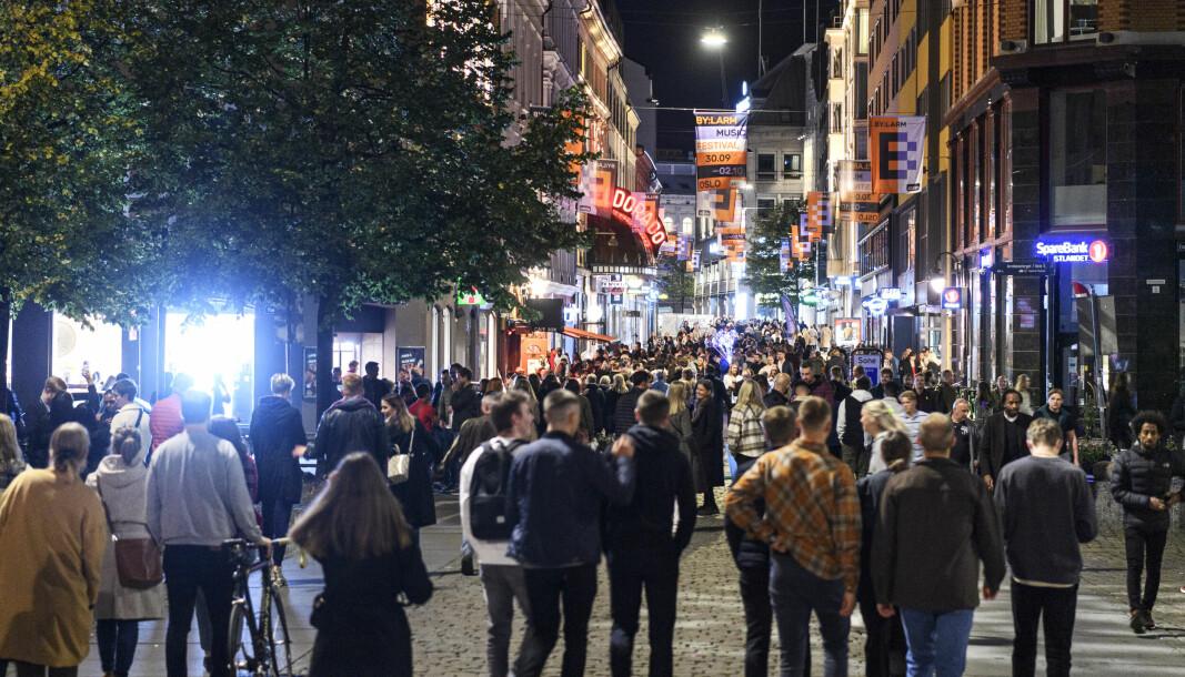 Gjenåpningen førte til et yrende byliv. Det merket politiet, som foretok 190 utrykninger natt til søndag. Torggata sett fra Youngstorget. Foto: Naina Helén Jåma / NTB
