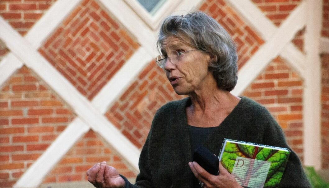 En stolt Marianne Leisner har etablert et senter for økologisk og urbant landbruk. Her presenterer hun det nye kontorbygget på orangeriet.