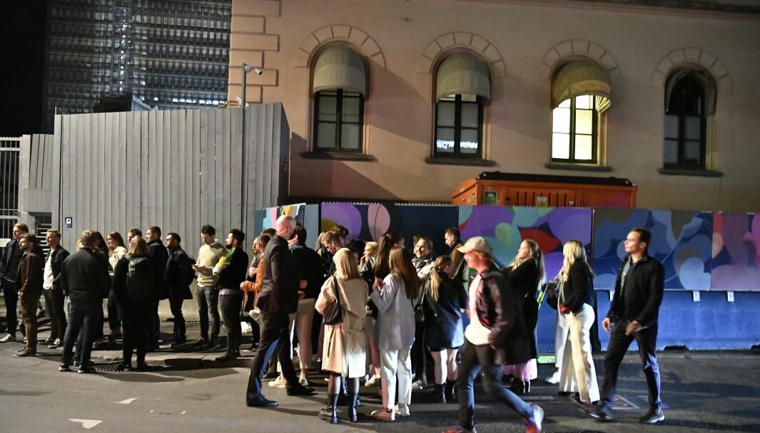 Gjenåpningen av Norge. 25. september førte til et yrende uteliv i sentrum, som her i Møllergata. Apotekene melder om økt salg av nødprevensjon. Arkivfoto: NTB