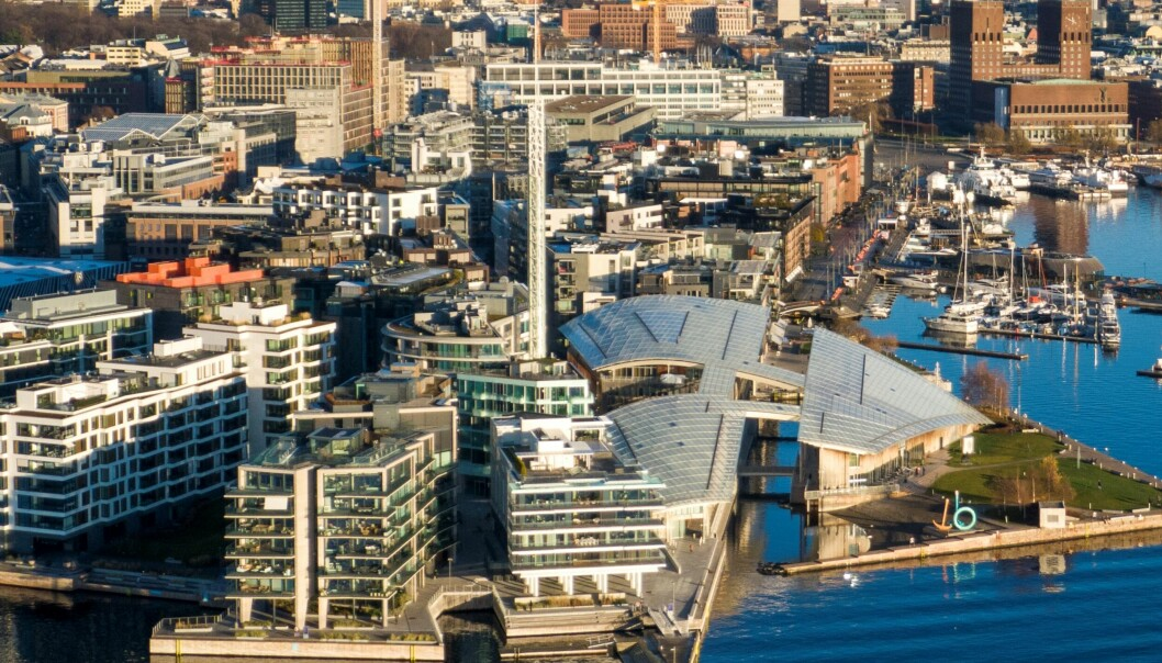 Oslo 20201126. Luftfoto av Tjuvholmen, Aker Brygge og Rådhuset i Oslo.Foto: Heiko Junge / NTB