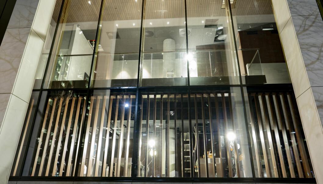 Restaurant Maaemo flyttet til Bjørvika, gjenåpnet under korona og fikk tilbake Michelin-stjerner. Nå rangeres også restauranten bak disse vinduene blant verdens 50 beste spisesteder.