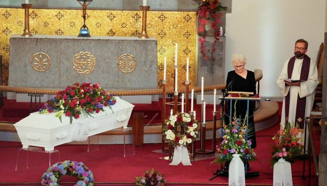 Karianne Vennerød under bisettelsen til sin ektemann, filmregissør og produsent Petter Vennerød i Frogner kirke.