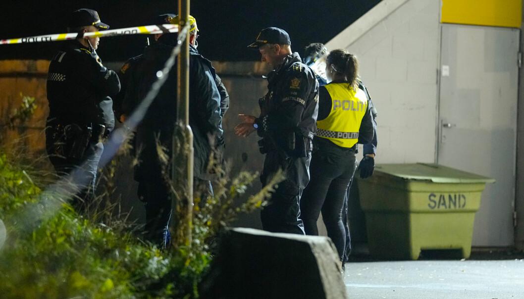 En person skal være skutt på Mortensrud, tilstanden til personen som ble skutt er ikke kjent. Politiet er på stede med flere patruljer. Foto: Fredrik Hagen / NTB