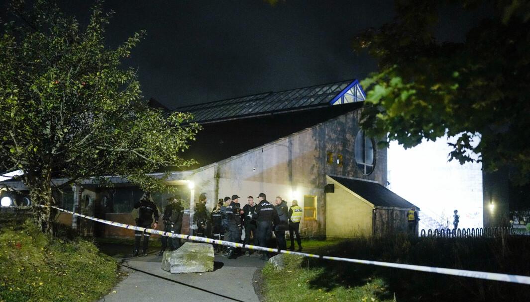 En 20-årig mann ble skutt og svært kritisk skadd utenfor Lofsrud skole torsdag kveld.