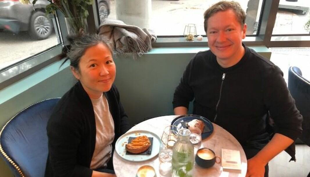 Jonas Norlin og Mirei Yoshioa mener alle bør prøve kakaoen de serverer på Mendel's, med en fransk sjokoladetvist. — Man kan også bestille kaker herfra, sier de begeistret.