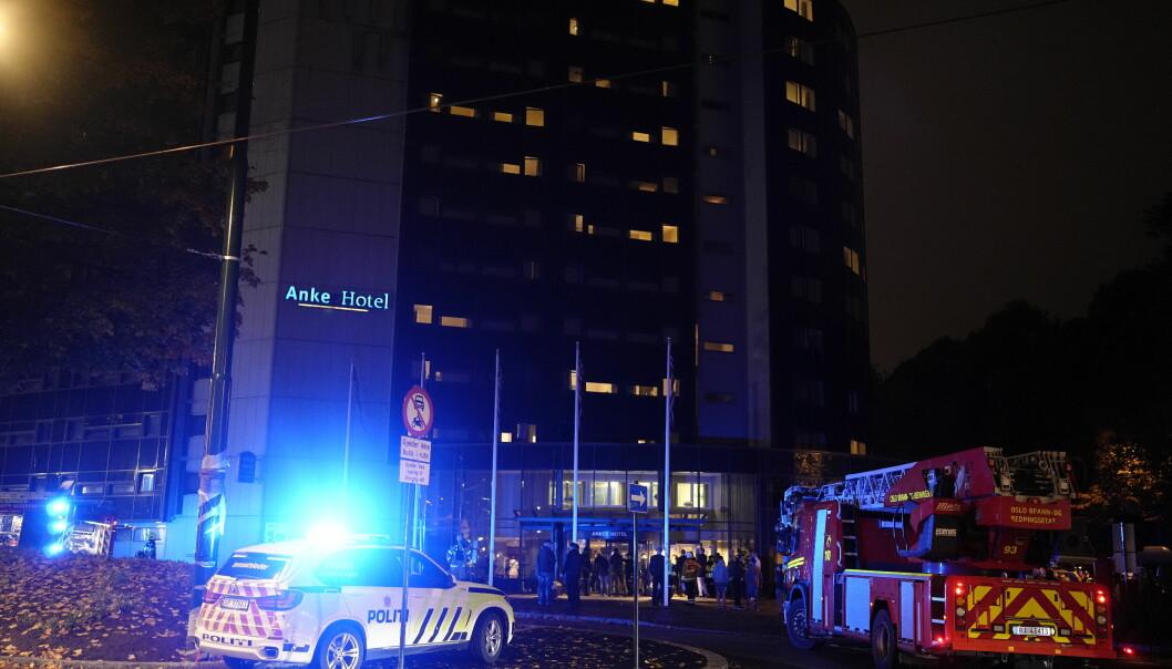 Det brant på et hotellrom på Anker Hotel i Storgata. Alle gjestene på hotellet ble evakuert, men ingen kom til skade.