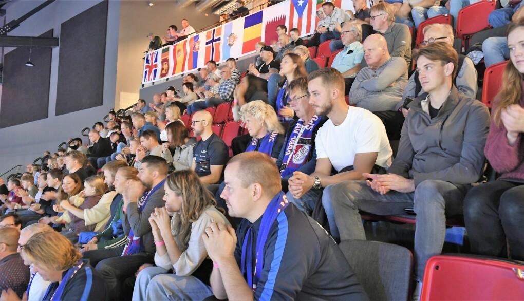 Bryterne fra Sportsklubben 09 hadde god støtte fra tribunen under ukas bryte-VM på Jordal Amfi.