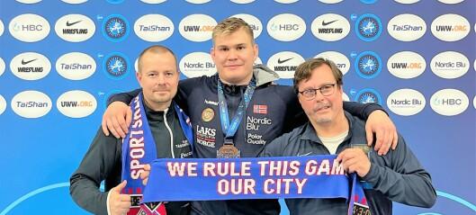 Mer enn 150 klubbmedlemmer fulgte Tåsenplogens bronseseier i bryte-VM: - Klubbens første VM-medalje for herrer noen gang