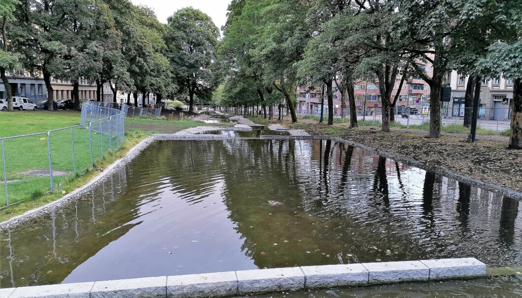 Bekken renner stemningsfullt ned langs Kiellands plass.