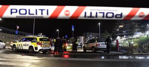 Ung mann skutt ved Stovner senter. Politiet søker både med hunder og helikopter